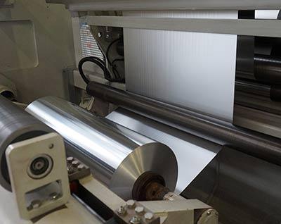 Nous livrons des feuilles d'aluminium de 6,3-4000 µ x 20-2000 mm.