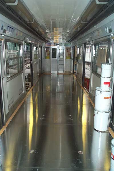 Rame de métro avec panneaux de sol en aluminium Alfipa.